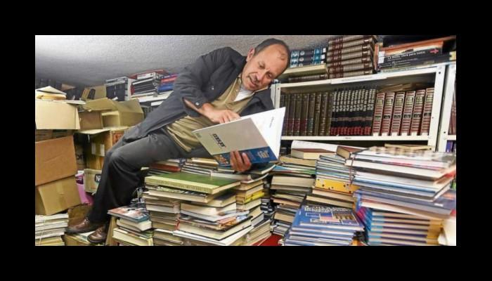 La fabuleuse histoire de José Gutierrez, l'éboueur colombien amoureux des livres, qui passe ses nuits à sauver des bouquins des poubelles pour les donner aux gosses des rues Sans_427