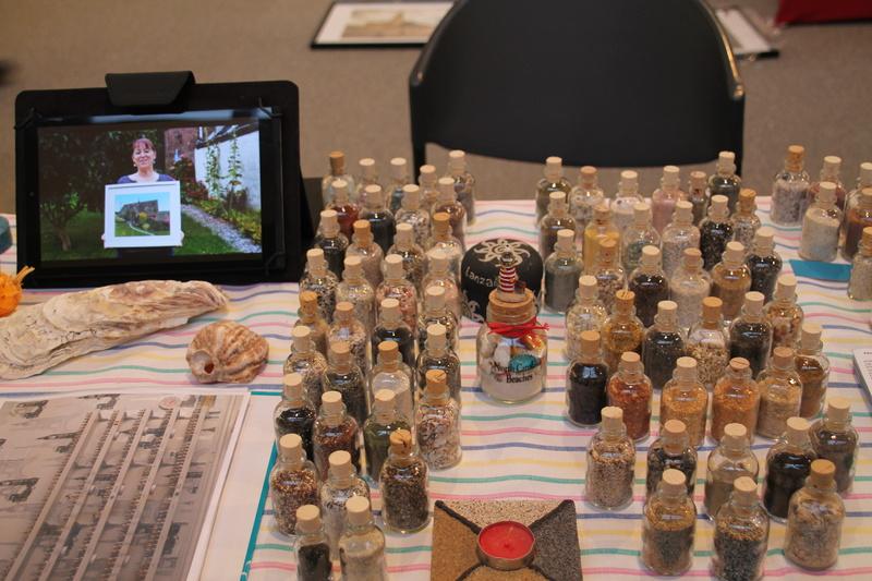 Exposition des sables et tableaux et vidéo de la télé belge Expo_213