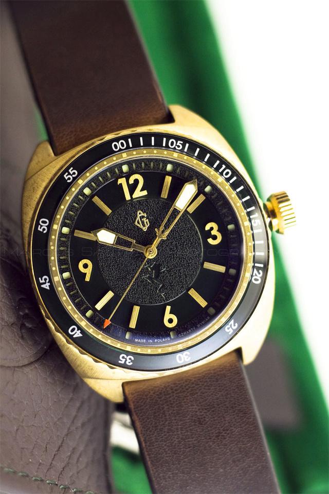 G. Gerlach: la montre polonaise! - Page 38 Froggy10