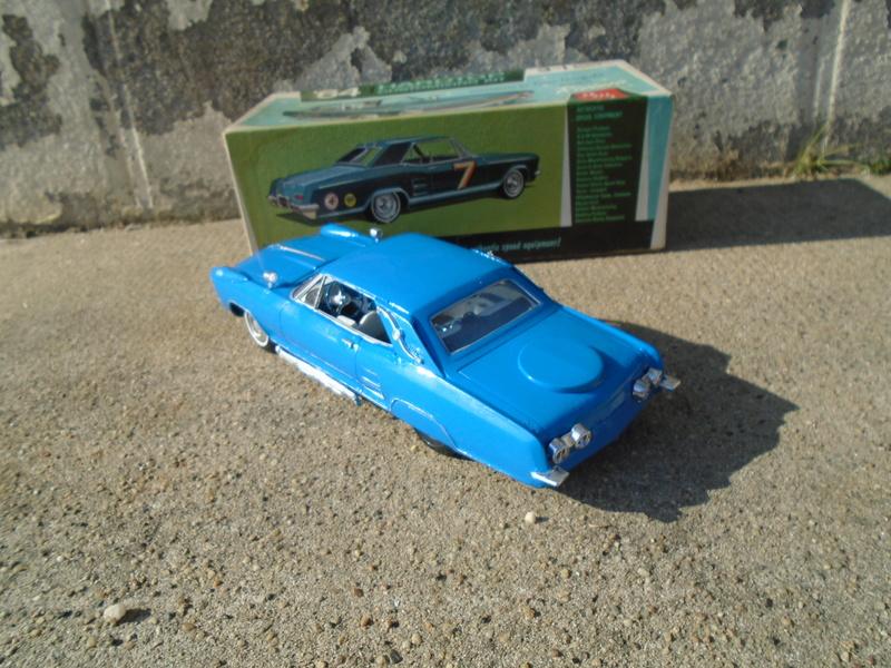 1964 Buick Riviera - Gene Winfield - Customizing kit 3 in 1 - 1/25 scale Dsc04914