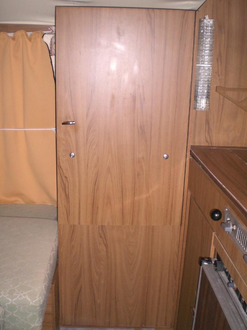 Placard en dessous de la penderie et placard sous le coffre  Cimg8711