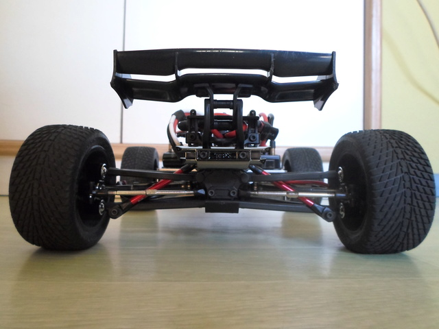 E-Revo's 1/16 Brushless 3S (380/540) 810