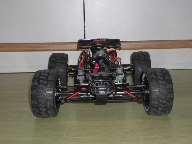E-Revo's 1/16 Brushless 3S (380/540) Sam_3311