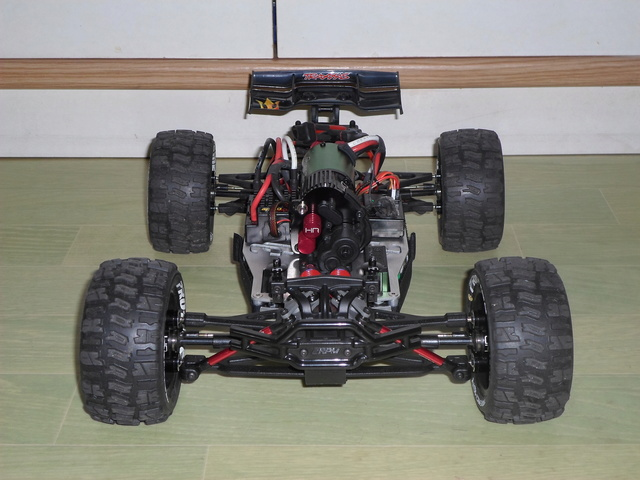 E-Revo's 1/16 Brushless 3S (380/540) Sam_3312