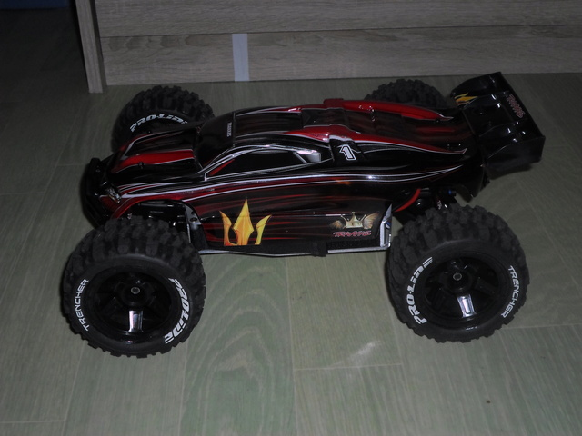 E-Revo's 1/16 Brushless 3S (380/540) Sam_3410