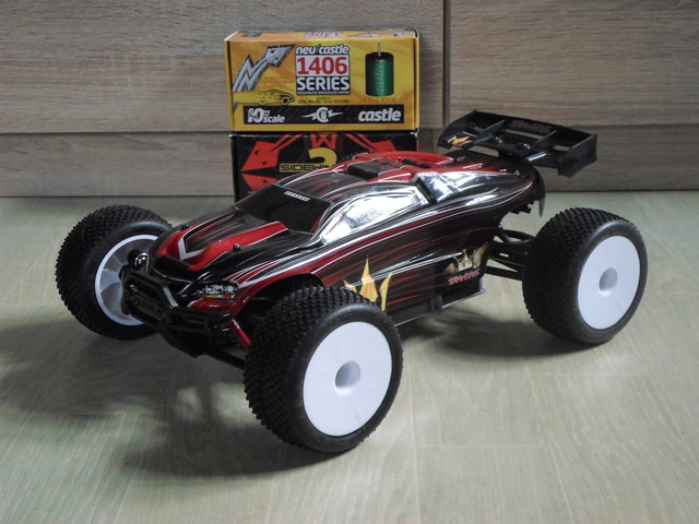 E-Revo's 1/16 Brushless 3S (380/540) Sam_3515