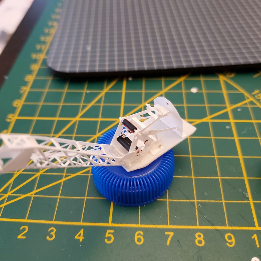 LePoete: Fabrication grue caillard intégralement en carte plastique 2515