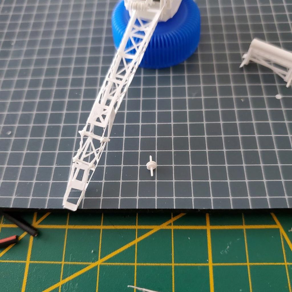 LePoete: Fabrication grue caillard intégralement en carte plastique 452