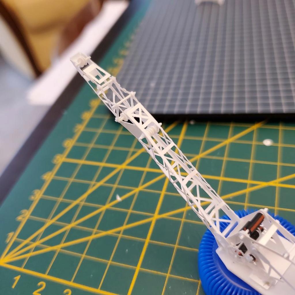 LePoete: Fabrication grue caillard intégralement en carte plastique 551