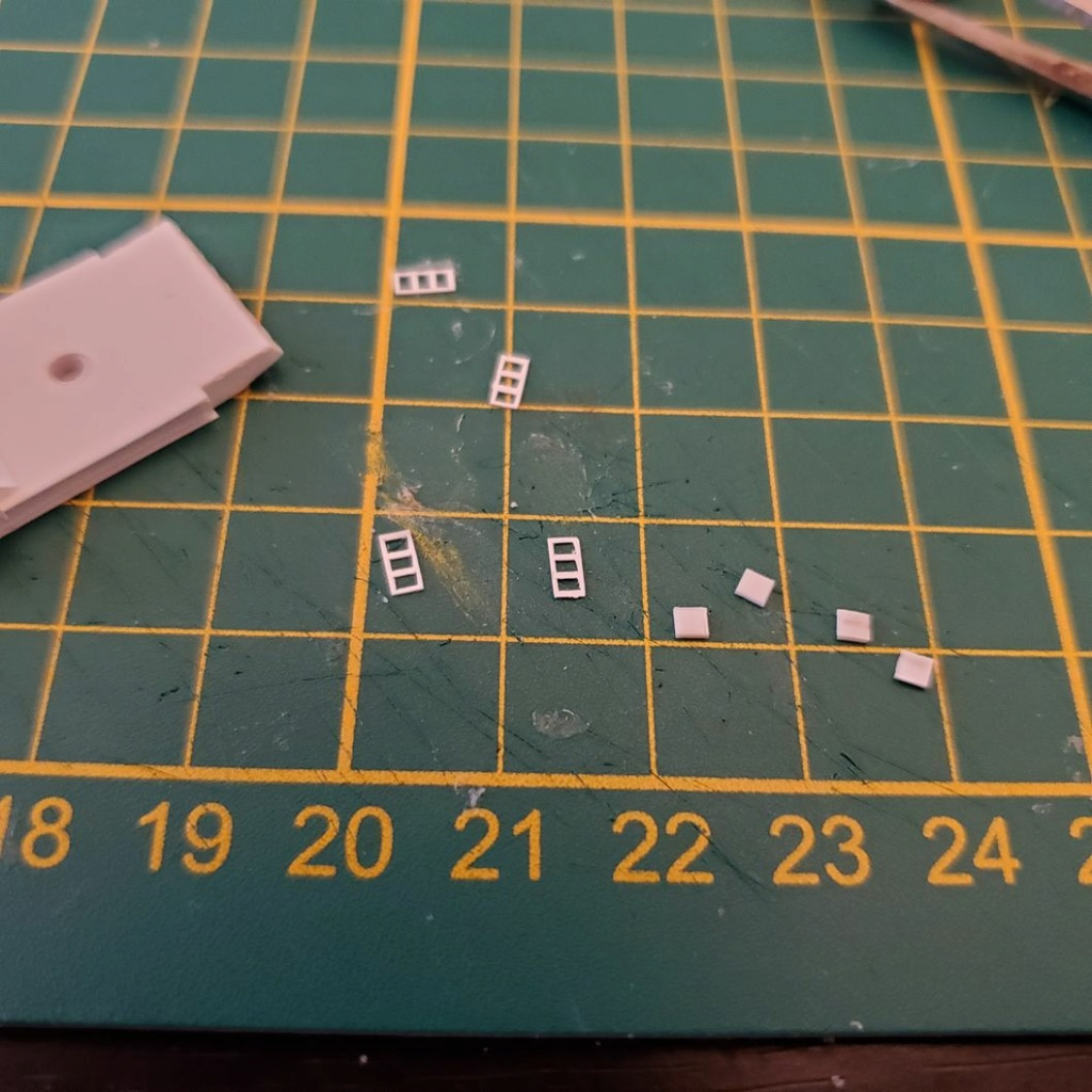 LePoete: Fabrication grue caillard intégralement en carte plastique B_1010