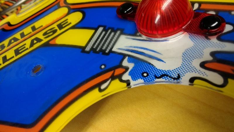 Décors griffés (micro rayures), et peinture abimée... Img_2012