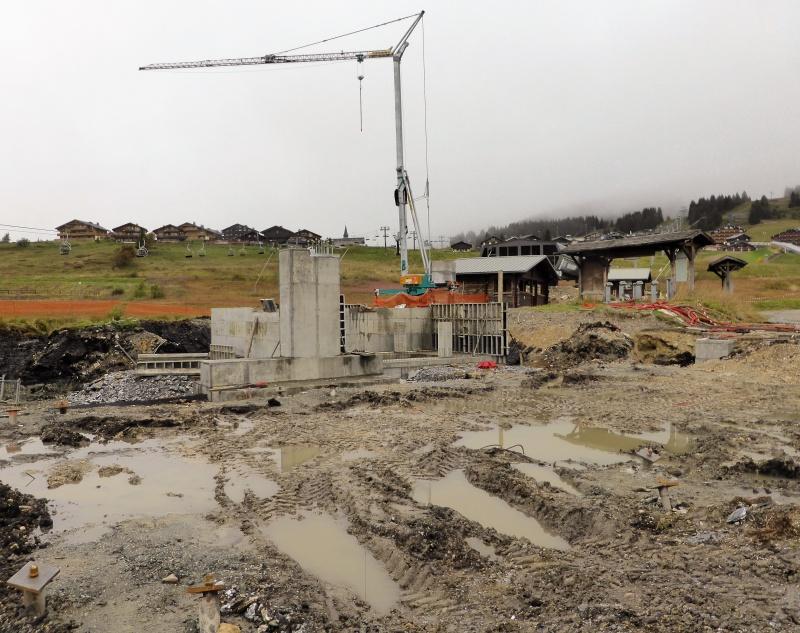 Construction du télésiège débrayable 6 places (TSD6) de Bisanne - Page 2 31217910