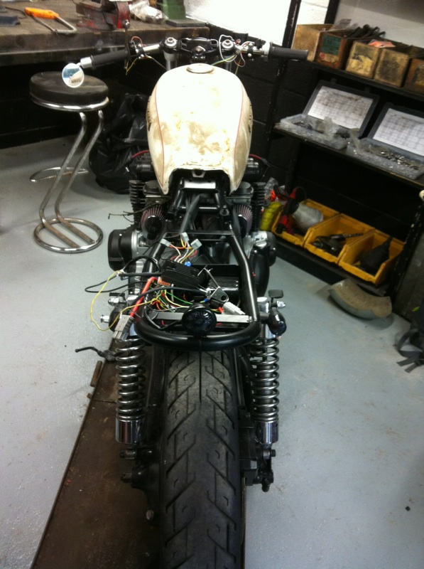 Aza project : GS 1100 G Brat Style - Page 2 Downlo11