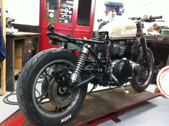 Aza project : GS 1100 G Brat Style - Page 2 Downlo12
