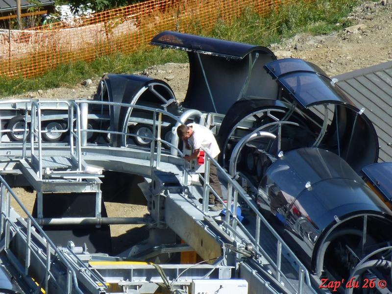 Construction du télésiège débrayable 6 places (TSD6) La Voie Lactée et du télésiège fixe 4 places (TSF4) de l'Ourson P1110512