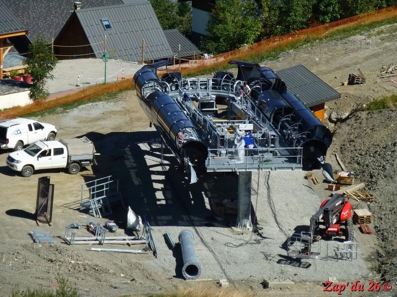 Construction du télésiège débrayable 6 places (TSD6) La Voie Lactée et du télésiège fixe 4 places (TSF4) de l'Ourson P1110515