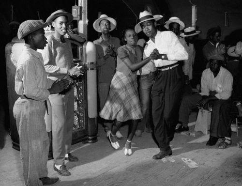 1912 To 1940s dances: The swing, charleston, cake walk, the blues, the break away AND Jitterbug 94f6a410