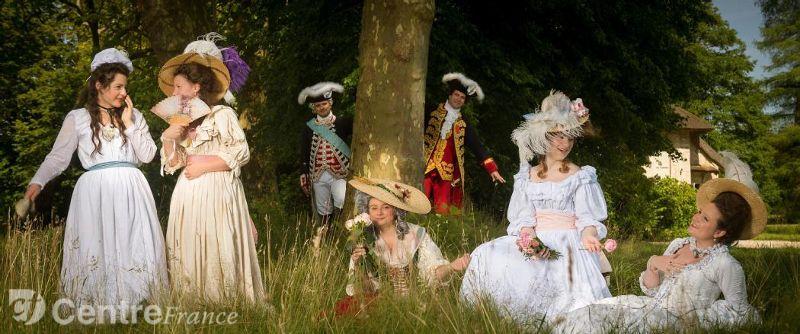 Versailles en costume d'époque, qui ose? - Page 5 28524710
