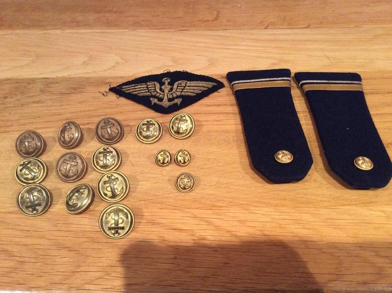 Casquette, boutons pattes de col, insigne aéronavale années 60- ESC 1 baisse TERMINEE  Img_1410