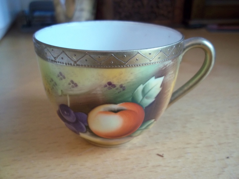 Hand painted china japanese fruit design 100_1710
