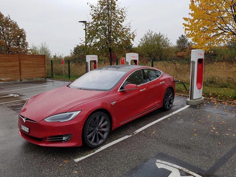 Batterie lithium LiFePO4 - moins chère que le gel ! - Page 2 Tesla_10
