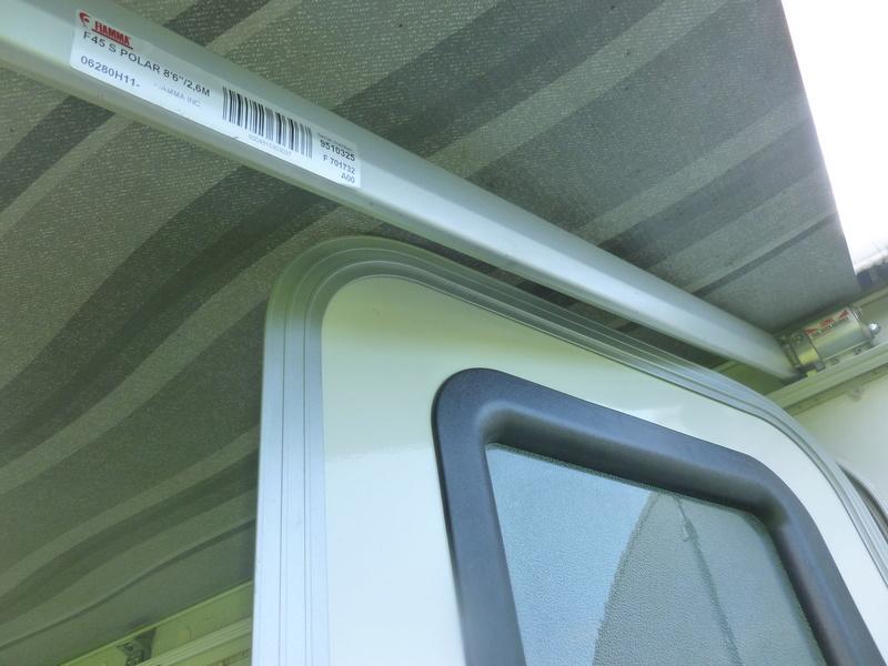 Vos portes de roulottes en conflit avec l'auvent P1040511