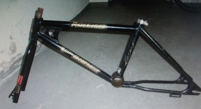 bicross RALEIGH SUPERCROSS noir fourche chromée 1982 rétropédalage  Dscn9260