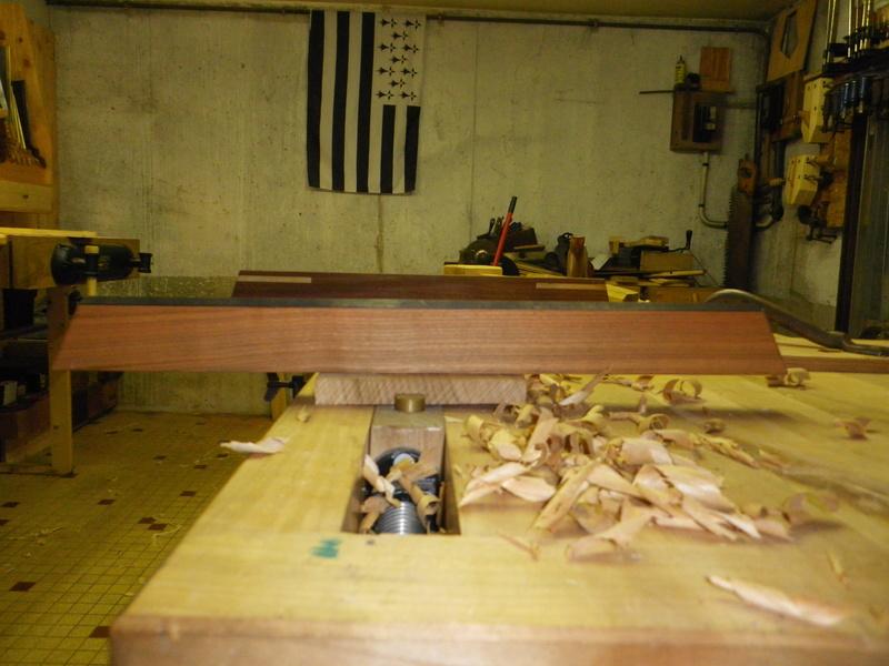 The Saw Till ou l'étagère à scie - Page 3 Imgp0732
