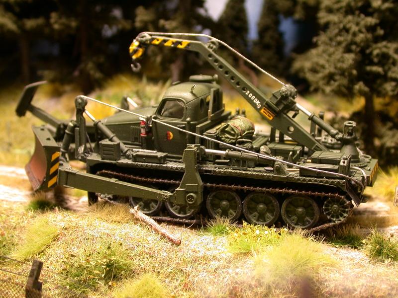 BAT-M Pioniermaschine mit Kran/ NVA Dscn4051