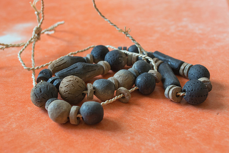 Colliers et bijoux en terre cuite Dsc_3815