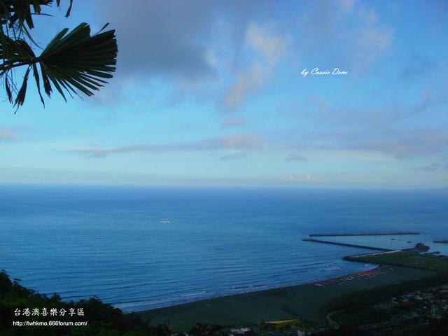 【宜蘭旅遊 | 頭城 | 烏石港 | 海景】旅途中的龜山島 Dsc02521