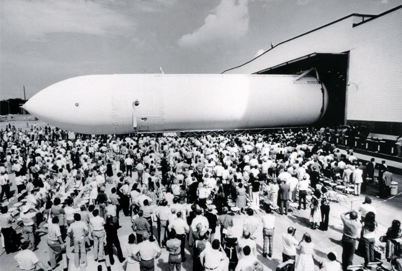 """Sortie du 1 er """"External Tank"""" pour la navette spatiale le 9/9/77 Screen32"""