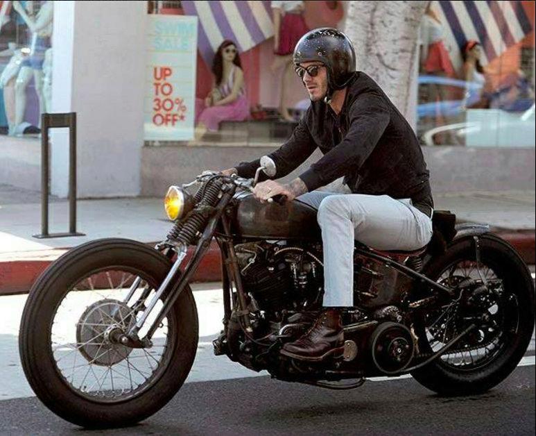 Ils ont posé avec une Harley, principalement les People - Page 4 Captu120