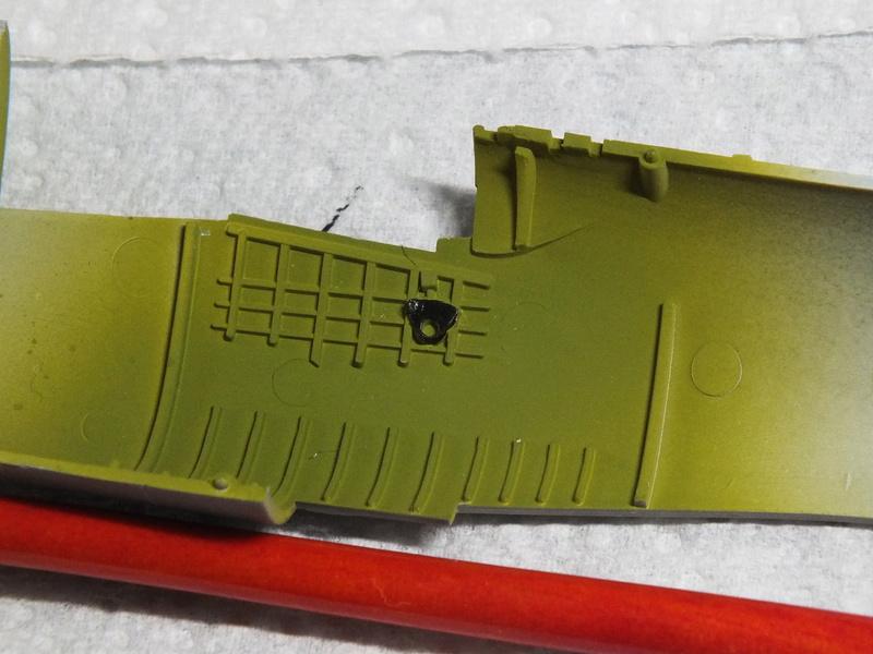 Corsair F4AU-1A 1/48 Tamiya réf.61070 décoration spécifique à mon pseudo............ Dscf0234