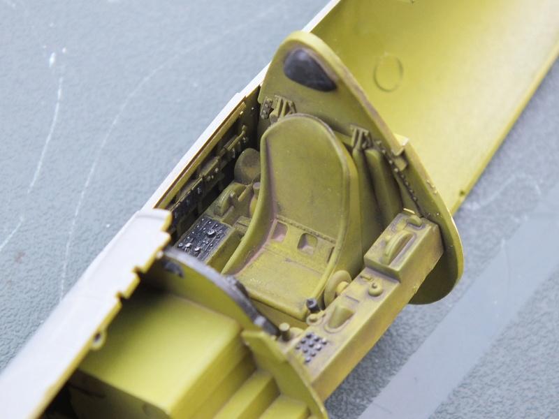 Corsair F4AU-1A 1/48 Tamiya réf.61070 décoration spécifique à mon pseudo............ Dscf0243