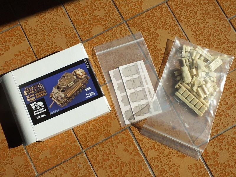 "Sherman M4A3E8 Tamiya réf. 35346 Déco Fury avec Kit Verlinden ""Fury"" Dscf0311"