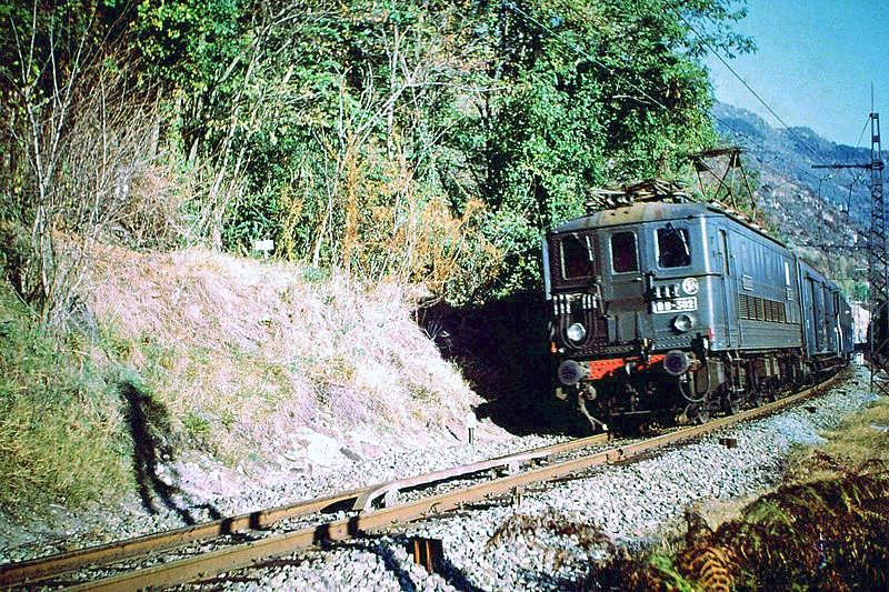 Pk 082,2 : Gare de Foix  (09) - La Saga Verte de Jean Louis - Page 5 Bb-30213