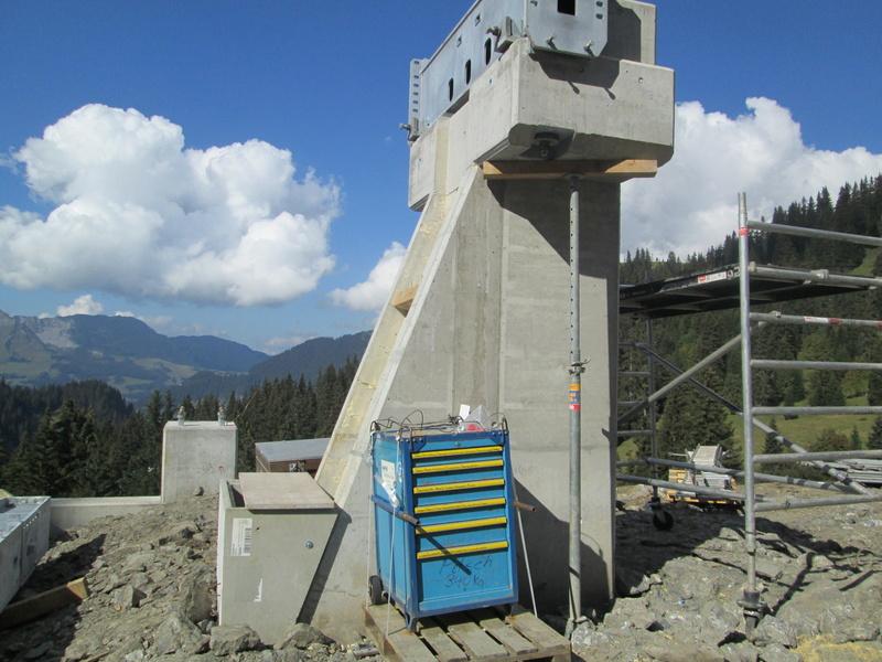 """Construction de télésièges dans le domaine """"Diablerets-Villars-Gryon (Suisse)"""" Img_1760"""