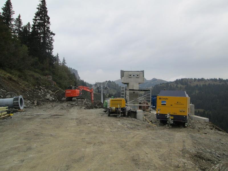 """Construction de télésièges dans le domaine """"Diablerets-Villars-Gryon (Suisse)"""" Img_1773"""