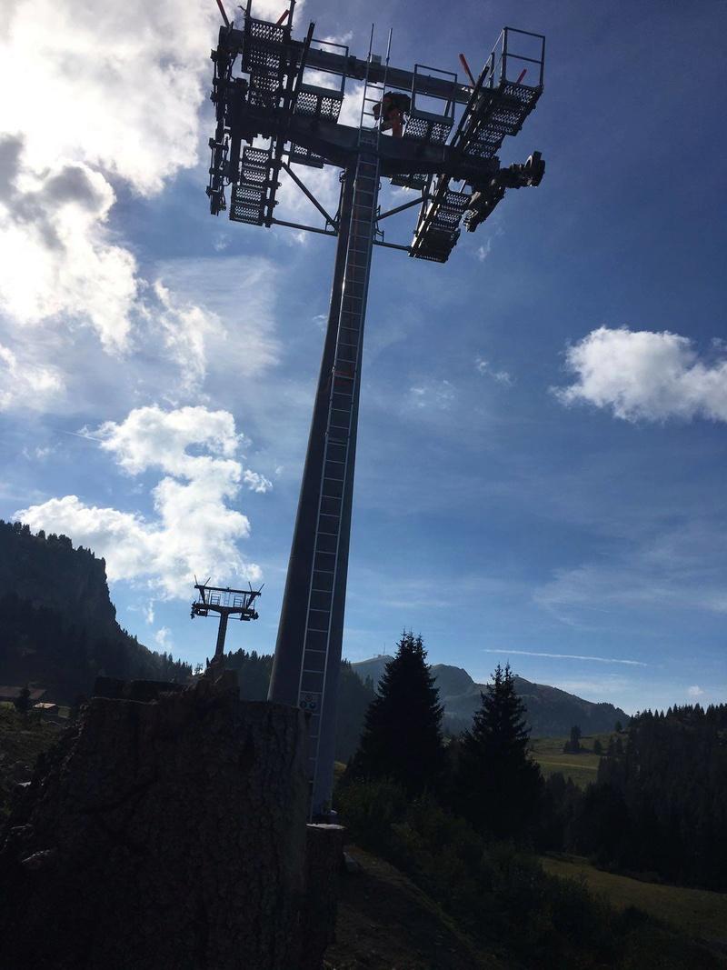 """Construction de télésièges dans le domaine """"Diablerets-Villars-Gryon (Suisse)"""" - Page 2 Pylone10"""