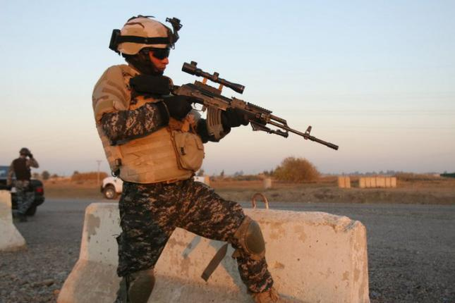 Why do the Iraqi's wear 2 goggles? 41421210