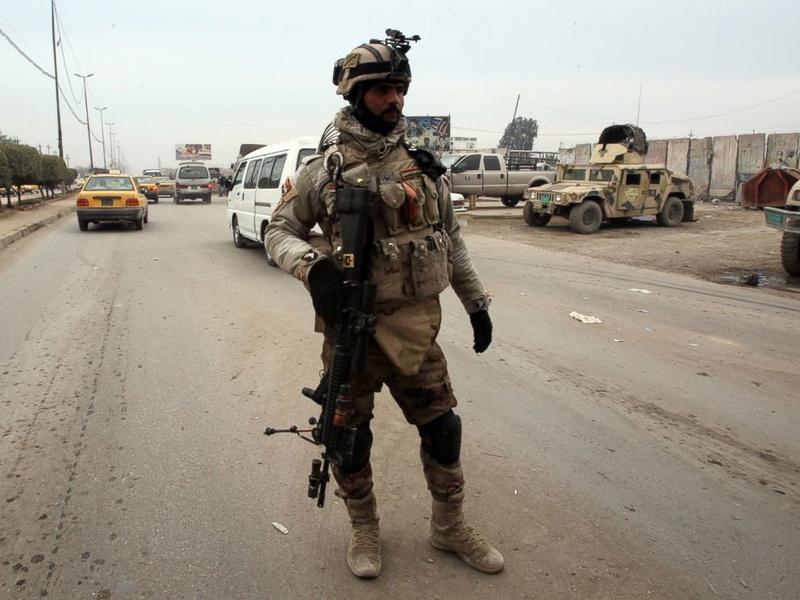 Why do the Iraqi's wear 2 goggles? Gty_ir10