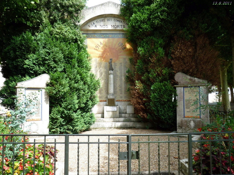 BRIARE - monuments aux combattants, FFI et Déportés 2011_b11