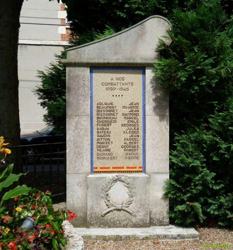 BRIARE - monuments aux combattants, FFI et Déportés 2011_b12