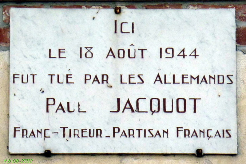 GIEN - Stèle commémorant les combats du 18 juin 1940 Gien_s10