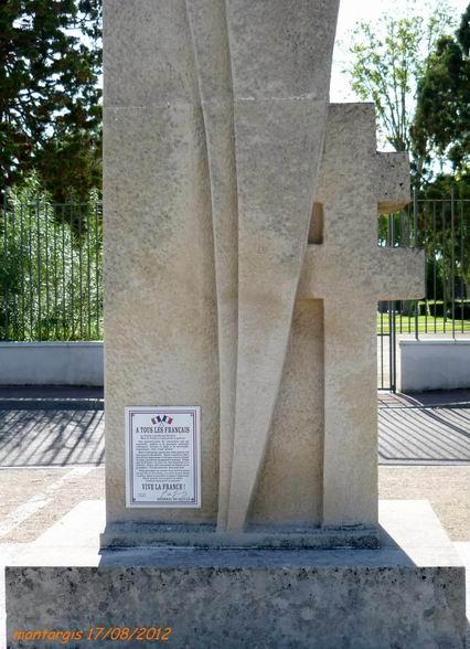 Monument à Montargis (Loiret) Montar11