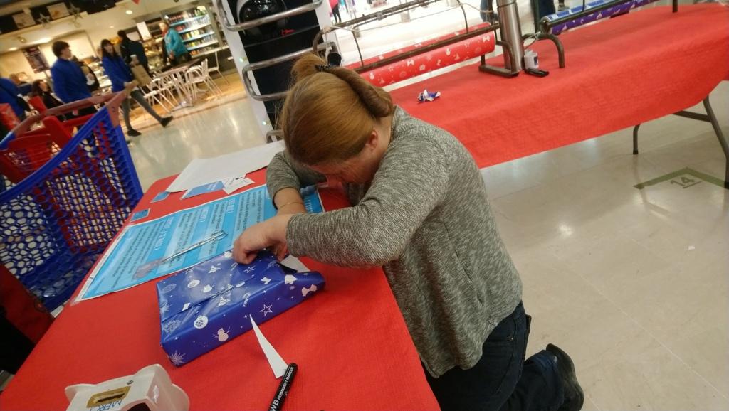 stand papier cadeaux Carrefour Portet 16 au 22/12/19 : une réussite Dsc_0012