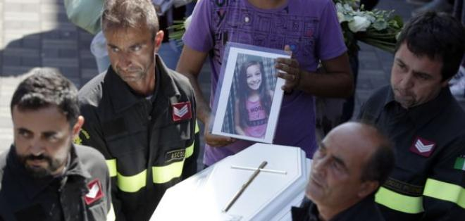 La emotiva carta de un bombero a una niña víctima del terremoto de Italia _9095010