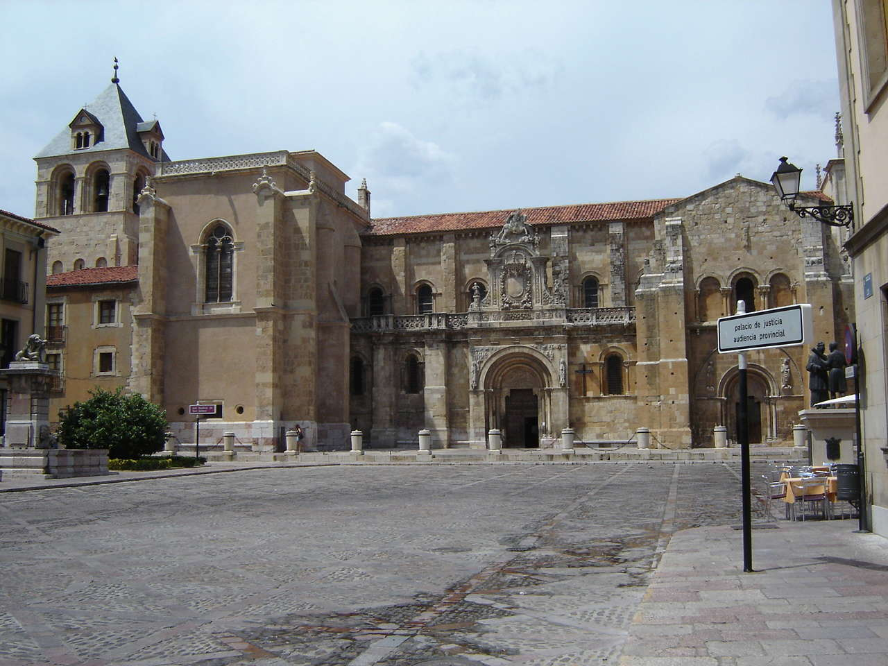 León  - Página 5 San_is10