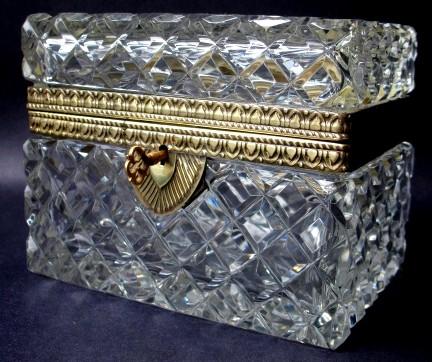 La cristallerie de la Reine Marie-Antoinette Coffre11